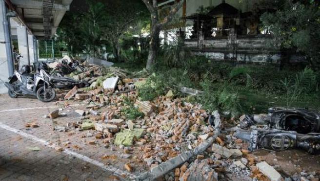El terremoto ha derribado partes de edificios en Denpasar, Bali.