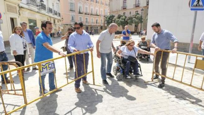 El alcalde de Cádiz, José María González, en la plaza Argüelles