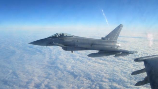 Un Eurofighter español sobrevolando el mar Báltico en misión de la OTAN.