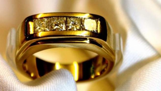 El anillo de diamantes de Marlene Dietrich subastado por 7.877 euros.