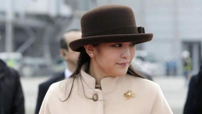 La princesa Mako, nieta mayor del emperador Akihito, en el aeropuerto Internacional de Tokio.