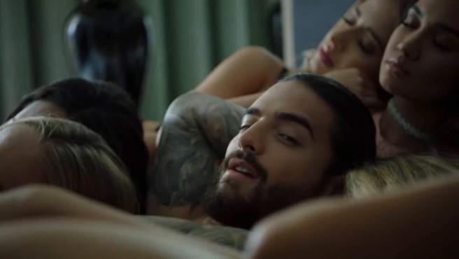 Imagen del videoclip de 'Mala Mía', el polémico tema de Maluma.