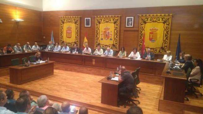 Pleno del Ayuntamiento de Arroyomolinos que ha elegido al nuevo alcalde.