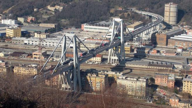 Vista del puente Morandi, el viaducto que se ha derrumbado en Génova (Italia).