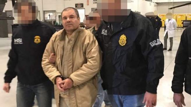 El narcotraficante mexicano Joaquín 'El Chapo' Guzmán, a su llegada a Nueva York para ser presentado ante los tribunales, en enero de 2017.