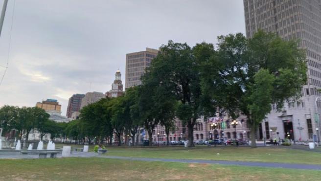 Imagen del parque New Haven Green, ubicado en la ciudad de New Haven, Connecticut.