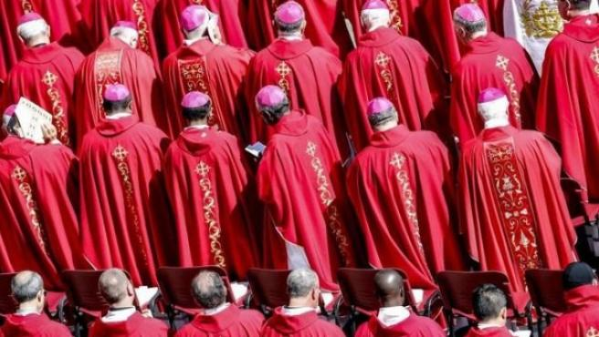 Arzobispos durante una ceremonia en el Vaticano.