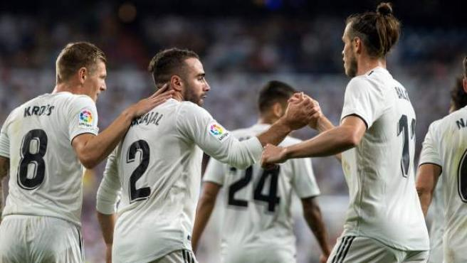 Dani Carvajal y Gareth Bale se saludan tras el primer gol madridista, en el que ambos han intervenido.