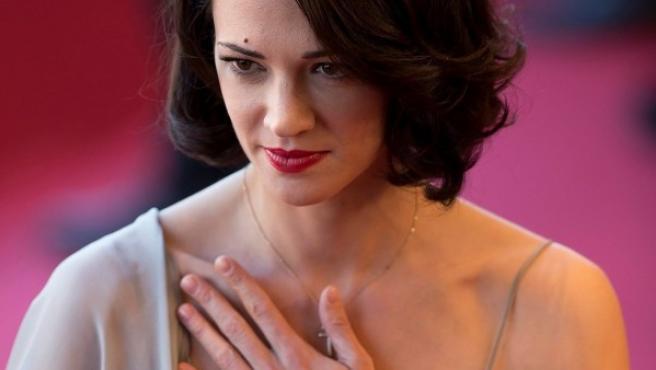 La actriz italiana Asia Argento, acusada de abusar de actor Jimmy Bennet.