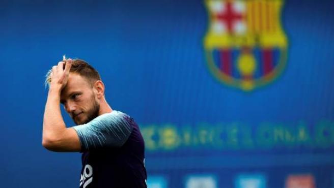 Rakitic en un entrenamiento con el Barça en Sant Joan Despí