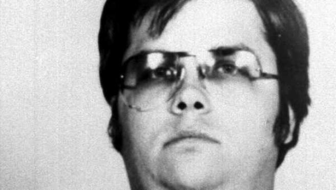 Fotografía de archivo tomada el 9 de diciembre de 1980 y facilitada el 23 de agosto de 2012 que muestra al asesino del Beatle John Lennon, Mark David Chapman.