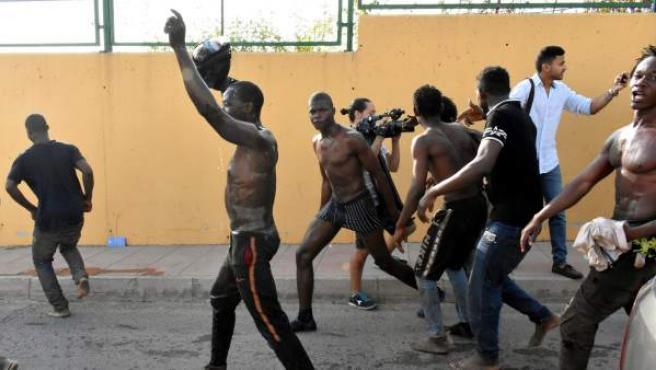 Migrantes llegados a Ceuta.