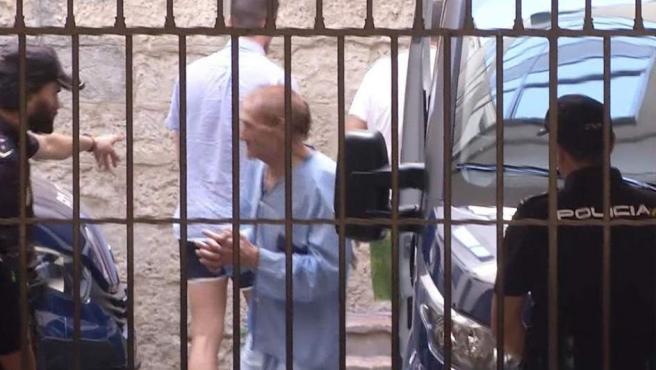 Imagen del cómplice de la española recién casada de 45 años detenida por presuntamente, matar a puñaladas a su marido en un aparcamiento en Alicante.