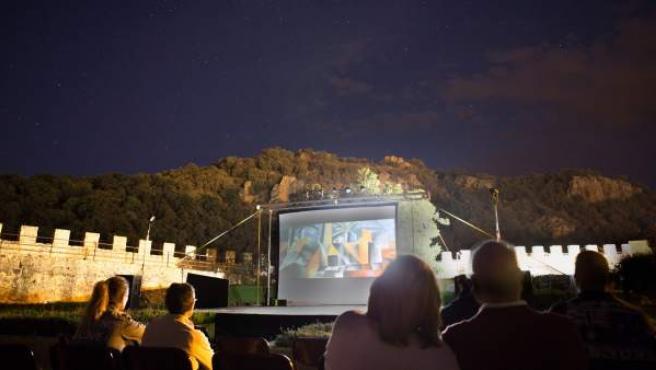 Cine de verano en el Museo Picasso de Buitrago de Lozoya. Foto Guillermo Gumiel