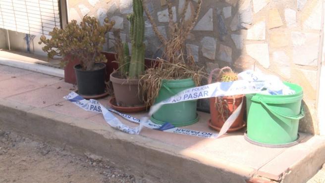 Imagen que muestra el exterior de la vivienda dónde vivía la pareja en Orihuela (Alicante).