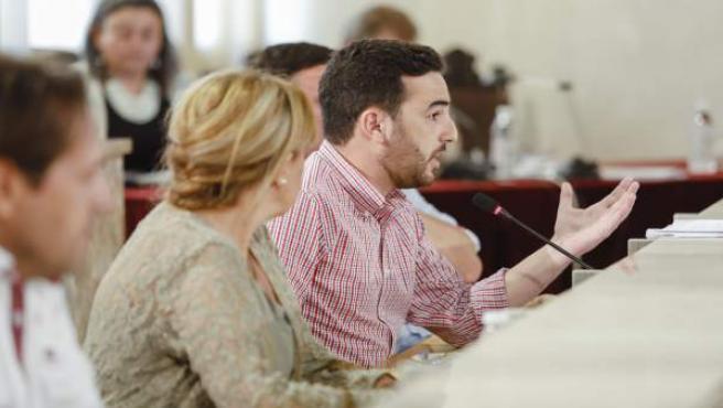 Carlos Sánchez, en el pleno de la corporación local de Almería