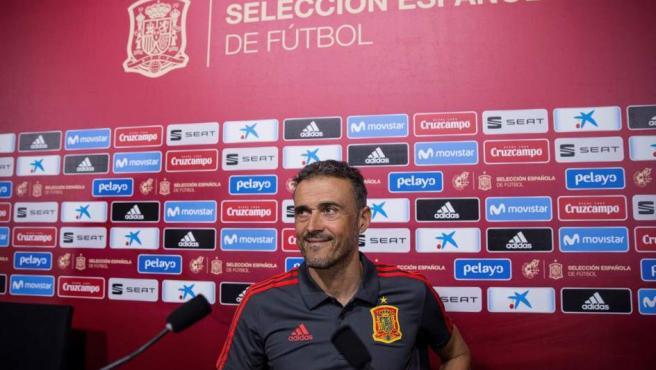 El seleccionador de la selección española de fútbol, Luis Enrique, durante la rueda de prensa ofrecida hoy en la Ciudad del Fútbol de Las Rozas, para hacer pública su primera lista de convocados para los partidos contra Inglaterra y Croacia de la Liga de Naciones.