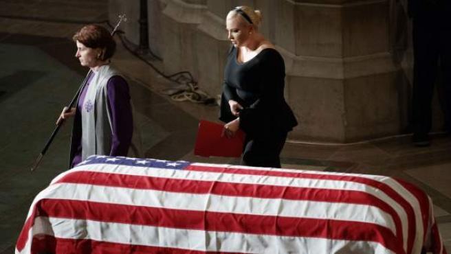 Meghan McCain, hija del senador estadounidense John McCain, durante el funeral de su padre.