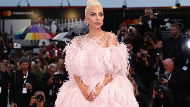 Alfombra roja Venecia 2018: Lady Gaga y Emma Stone