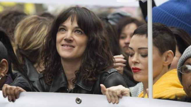 La actriz Asia Argento y Rose McGowan durante la marcha del #Metoo.