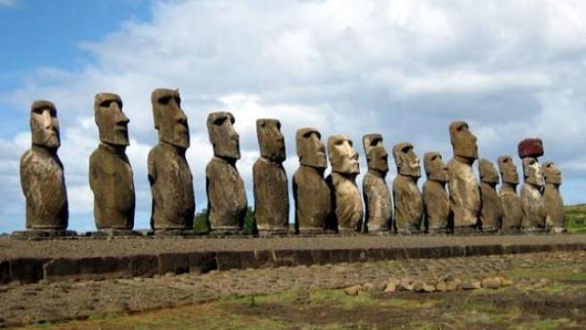 <p>Estatuas 'moai' de la isla de Pascua.</p>