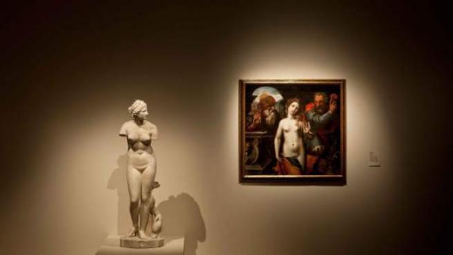 Dos de la obras de la exposición 'La invención del cuerpo' en el Museo Nacional de Escultura con sede en Valladolid.