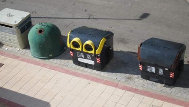 Uno de los nuevos contenedores amarillos (c) instalado en Jaén.