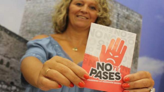 Morales con el cartel de 'No te pases'