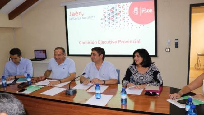 Reyes (2d) en la reunión de la ejecutiva provincial del PSOE de Jaén.