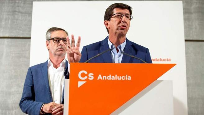 El secretario general de Ciudadanos, José Manuel Villegas (izquierda), con el presidente y portavoz del partido en el Parlamento andaluz, Juan Marín.