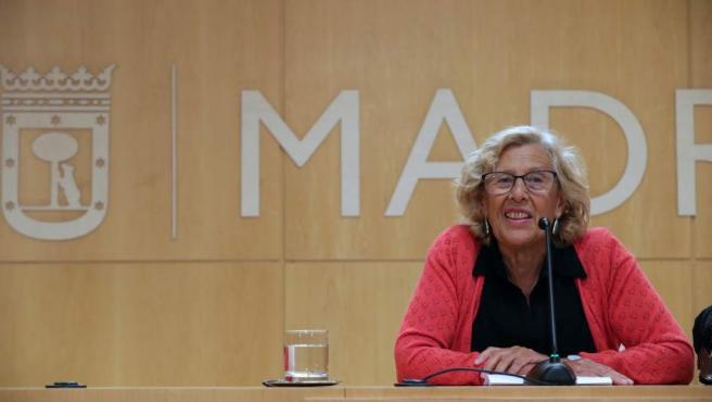 La alcaldesa de Madrid, Manuela Carmena durante de la rueda de prensa.