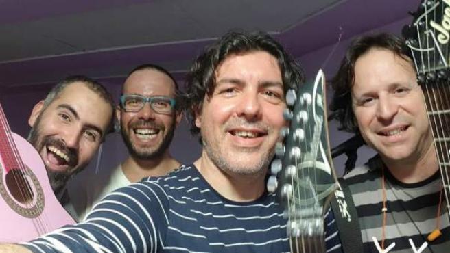 Componentes del grupo El callejón del mico, entre ellos, el guitarrista Abel Andúja, fallecido este fin de semana.