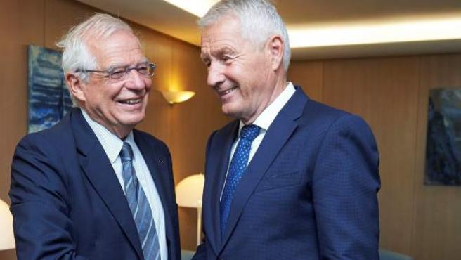El secretario general del Consejo de Europa, Thorbjorn Jagland, y el ministro de Asuntos Exteriores, Josep Borrell, durante la entrevista que mantuvieron hoy en Estrasburgo.