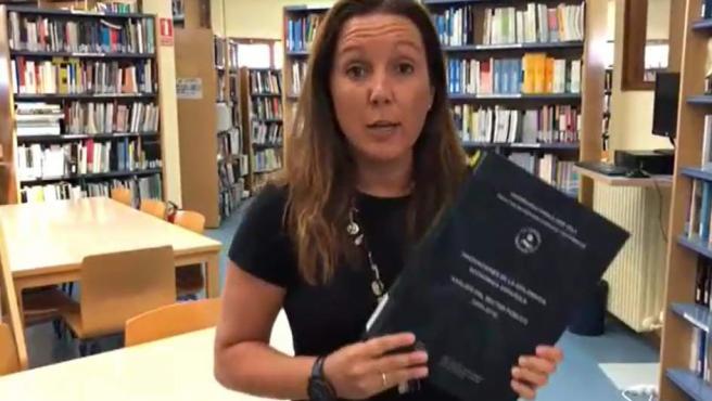 Una periodista con la tesis de Sánchez.