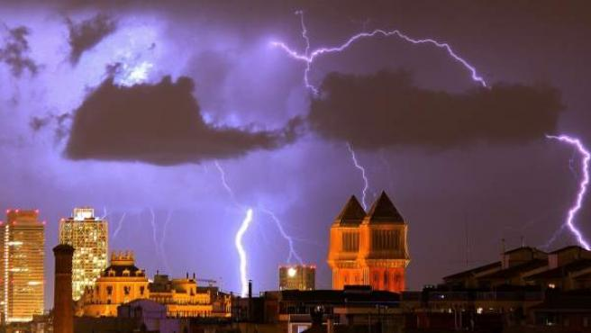 Imagen de archivo de una tormenta en Barcelona.