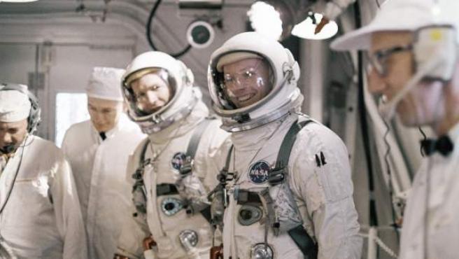 Los astronautas Neil A. Armstrong y David R. Scott en una imagen del 16 de marzo de 1966, preparándose para su viaje a la luna.