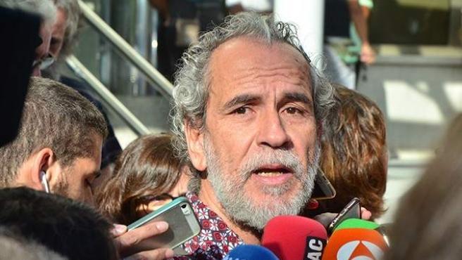 El actor Willy Toledo declara ante el juez tras su detención.