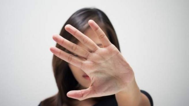 Una mujer contra la violencia familiar.