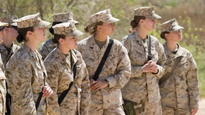 Mujeres del cuerpo de Infantería de Marina del Ejército de Estados Unidos (marines), durante un entrenamiento en Irak en 2007, en una imagen de archivo.