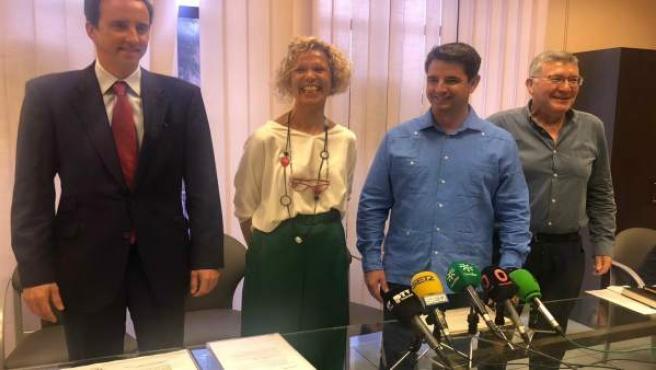 Pedro García y Emilio García con responsables de Mitiska Reim
