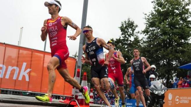 Mario Mola sigue dominando con mano de hierro el triatlón mundial tras conquistar su tercer título consecutivo.c
