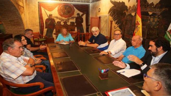 Alcaldesa de Marbella en una reunión con plataforma de Espigones