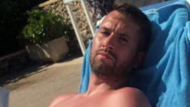 Steven Tartt, el turista británico que pide una compensación por salvar a dos niños de ahogarse.