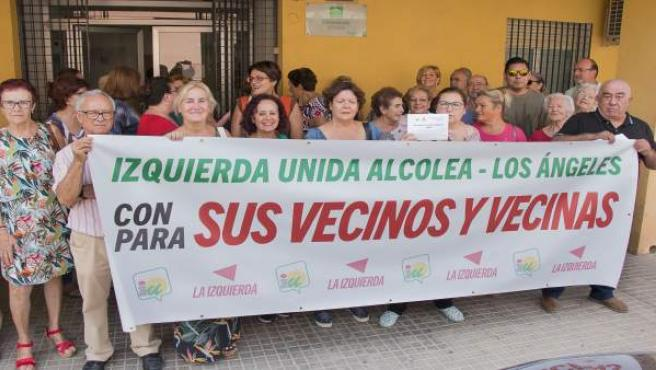Vecinos de Alcolea convocados por IU ante el actual consultorio