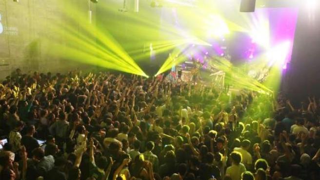 Sala atestada durante un concierto en Santander.