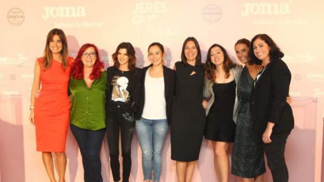 La presentadora del evento, Isabel Jiménez, junto a Clara Grima, Clara Lago, Patricia Herrera, Concha Monje, Luz Rello, Casilda Sánchez Varela y Cristina Aranda (de izquierda a derecha).