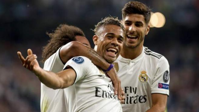 Mariano celebra su gol ante la Roma con Asensio y Marcelo