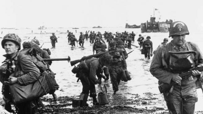 Tropas aliadas recorren la costa francesa para unirse a otras unidades en Normandía.