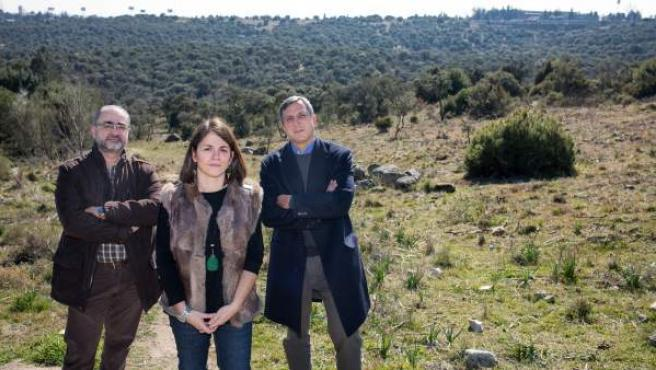 La alcaldesa de Torrelodones, Elena Biurrun, junto a su equipo