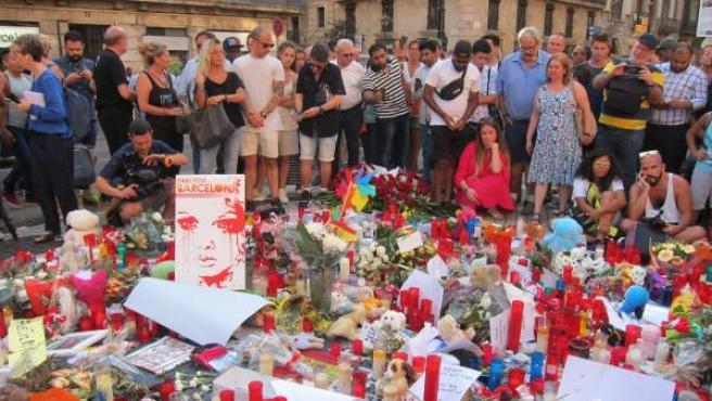 Acto en Las Ramblas, Barcelona, en memoria de las víctimas de los atentados terroristas cometidos el 17 de agosto de 2017 en Barcelona y Cambrils.